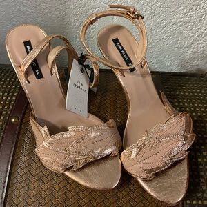 Rose gold with leaves sandals NWT